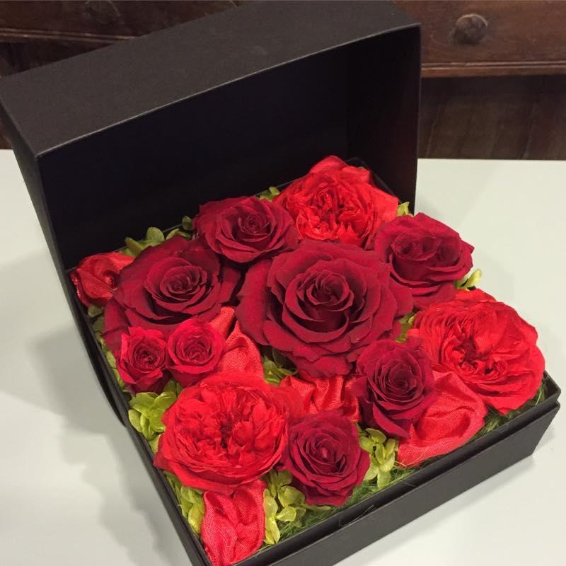 真赤なバラのボックスフラワー