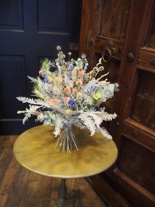 新しいタイプの花贈り ドライフラワーの花束