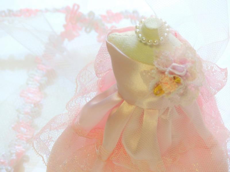 結婚式で着るドレスの色