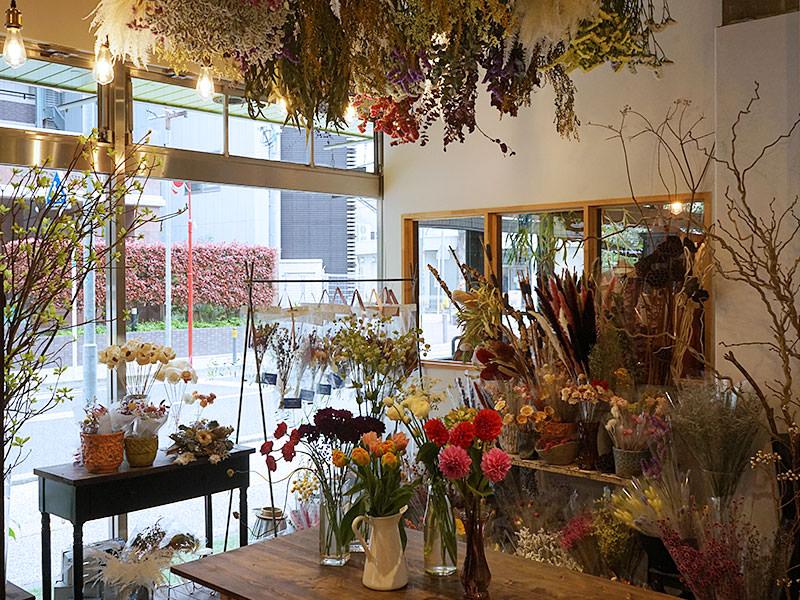 福岡市の住吉通りの花屋「Malerisch(マーラリッシュ)」です。